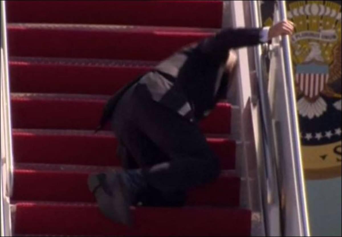 US President Biden stumbles three times while climbing stairs to  presidential plane (VIDEO)