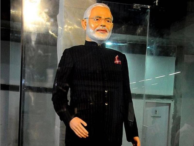 Modi suit hogs limelight, Brett Lee's T-shirt gets cold shoulder
