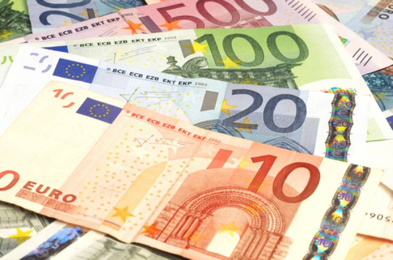 Euro hovers near 11-year lows on dollar before ECB meets