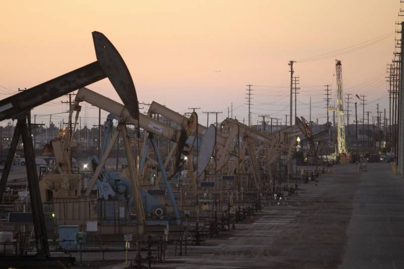 Oil up in Asia trade despite US inventories rise