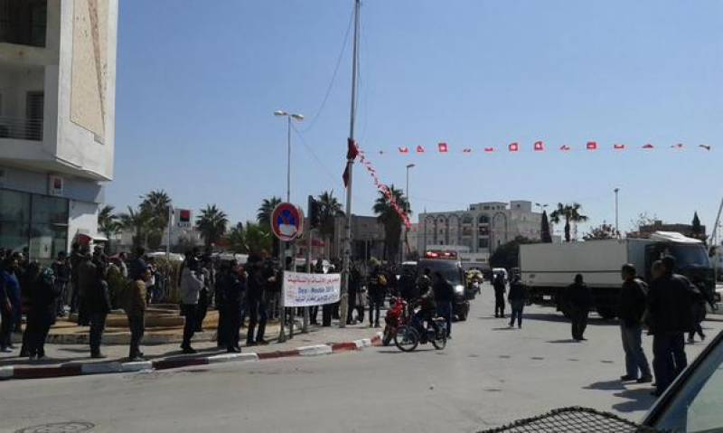 19 including foreigners killed as museum attacked in Tunis