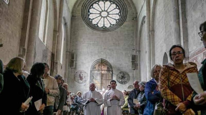 French Alps faithful pray for plane crash victims