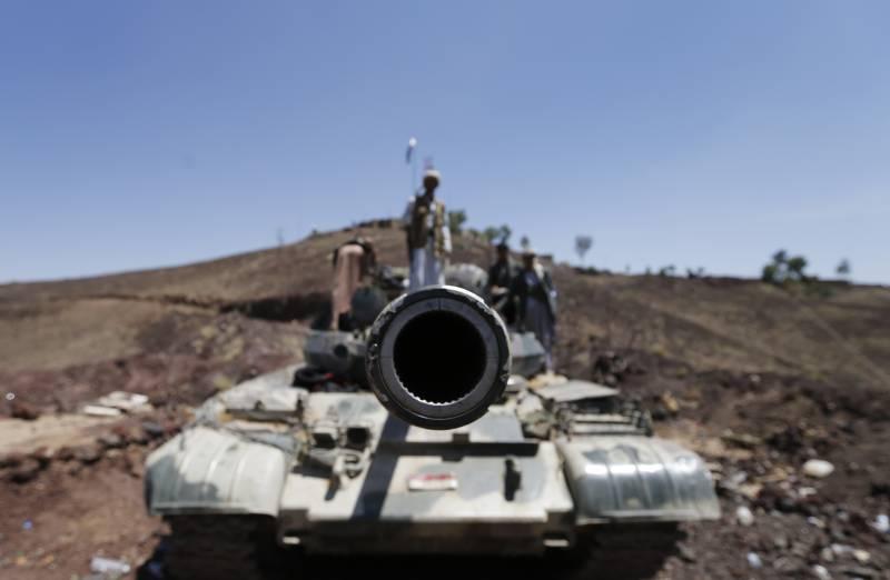 Hundreds freed from Yemeni prison; Houthis advance despite Saudi strikes