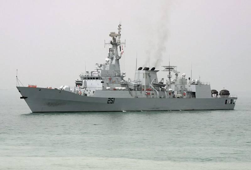 Yemen crisis: Navy vessel sails carrying 150 stranded Pakistanis
