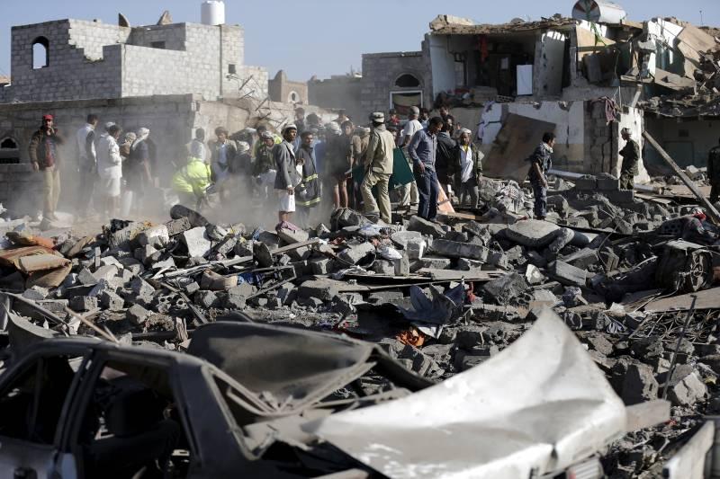 US warns Iran over Yemen 'support'; Saudi airstrikes continue