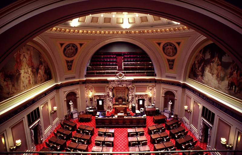 Minnesota Senate votes to keep ban on eye contact