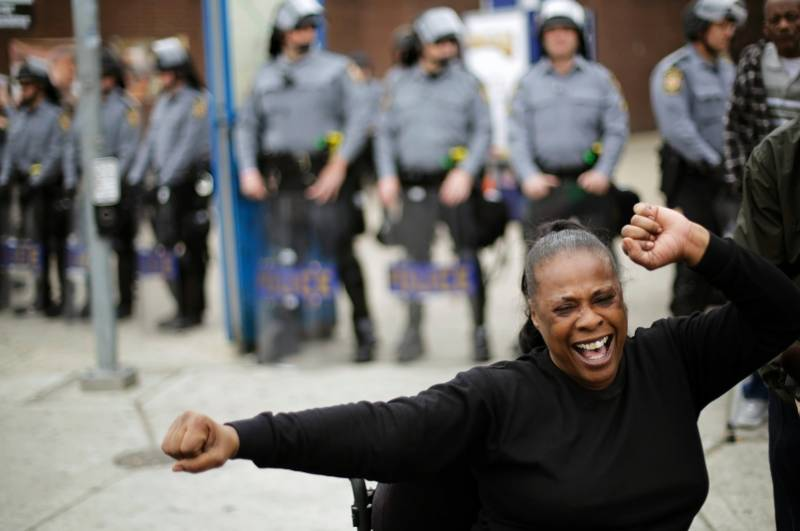 Freddie Gray's death: Thousands rally in Baltimore to celebrate 'victory'