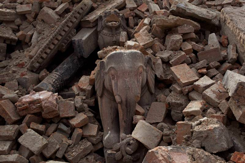 Nepal loses hope for survivors as quake toll swells