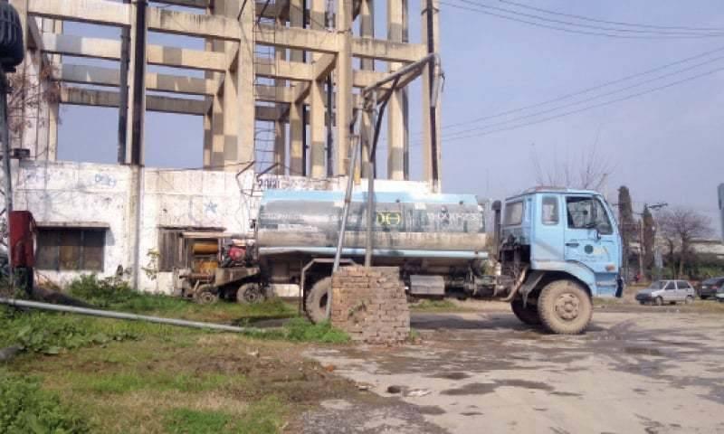 Speeding water tanker crushes 2 kids to death in Karachi