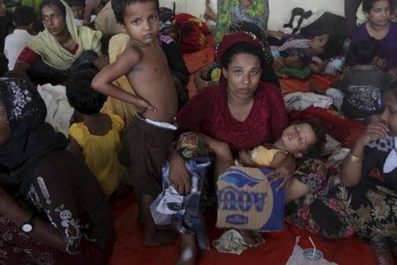 Migrants land in Indonesia, but hundreds pushed back to sea