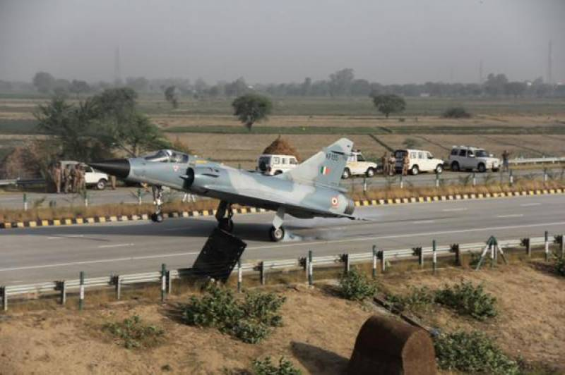 Indian fighter jet lands on highway near Delhi