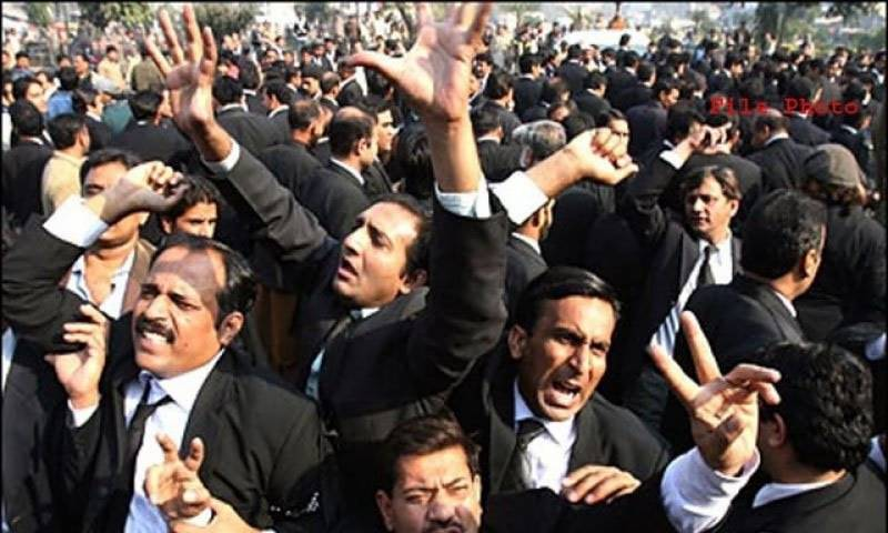 Punjab Assembly building 'under lawyers' attack'