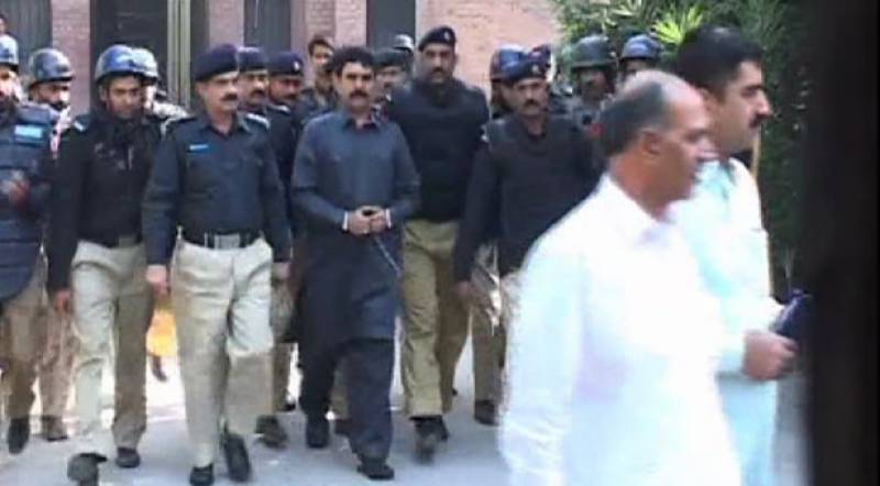 Police officers announce resignations over DPO's suspension in Sialkot