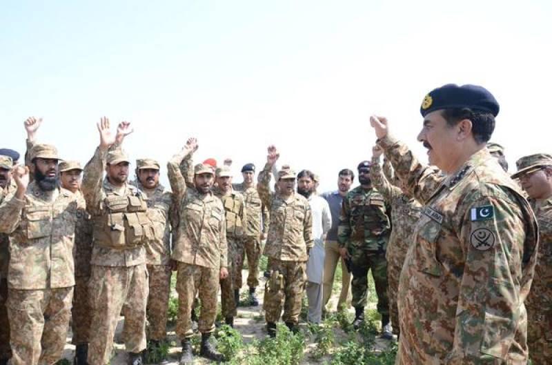 General Raheel spends first of Ramadan with troops in war zone
