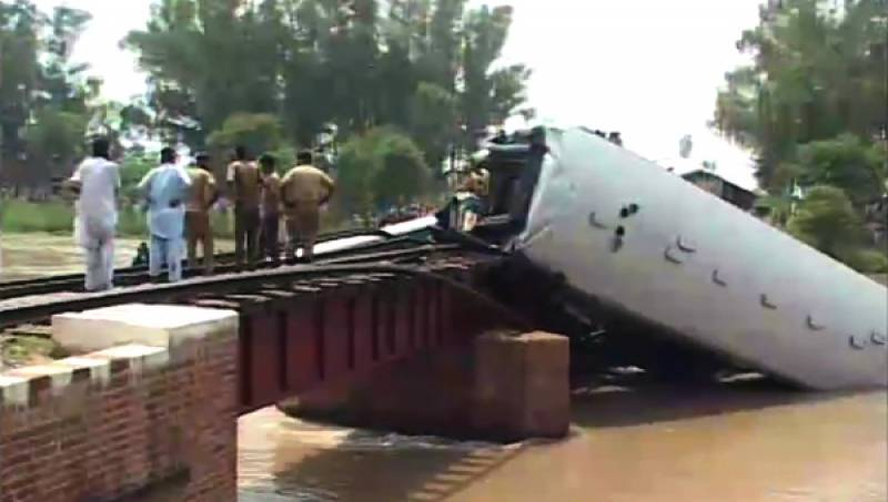 Lt-Colonel among 17 dead as four rail wagons fall into canal in Gujranwala