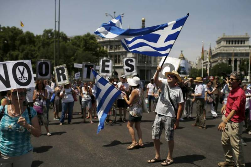 Greek referendum: Final polls show 'No' vote leading by small margin