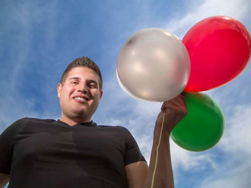 Canadian held for flight in balloons-powered lawn chair