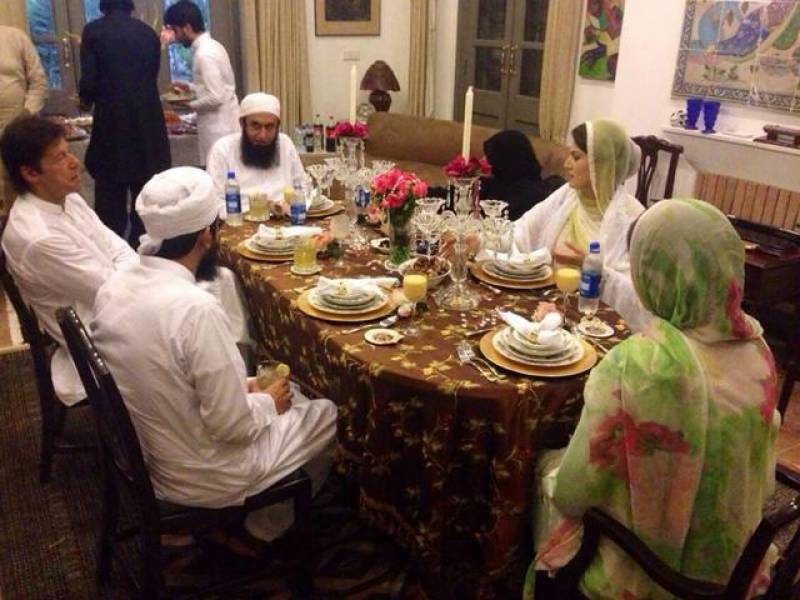 Imran Khan hosts Iftar dinner in honor of Maulana Tariq Jamil