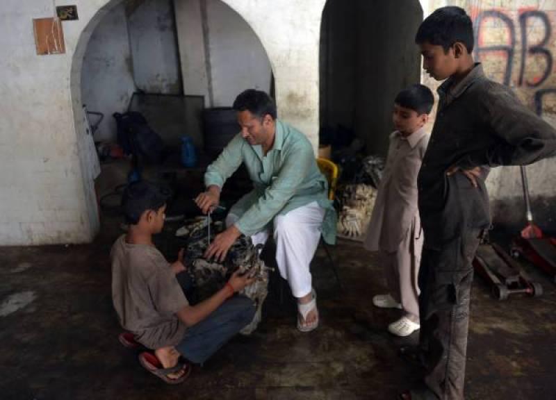 Pakistani car mechanic says blindness no roadblock to success