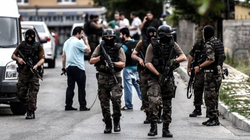 Turkey hit by deadly attacks; eight security officials killed