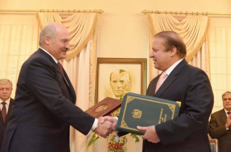 Pakistan, Belarus sign multiple MoUs, agreements to boots trade,culture
