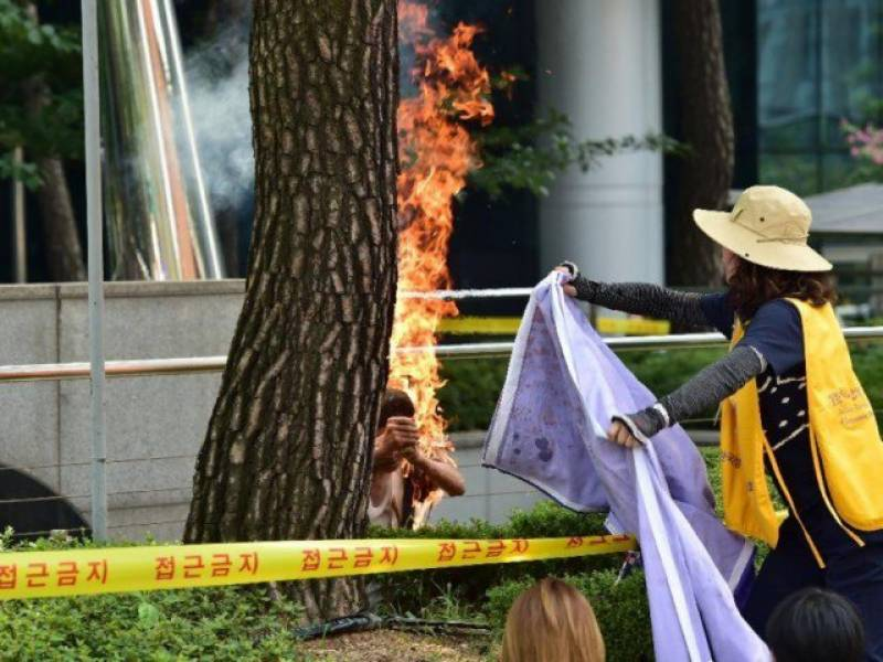 Man sets self on fire outside Japanese embassy in Seoul