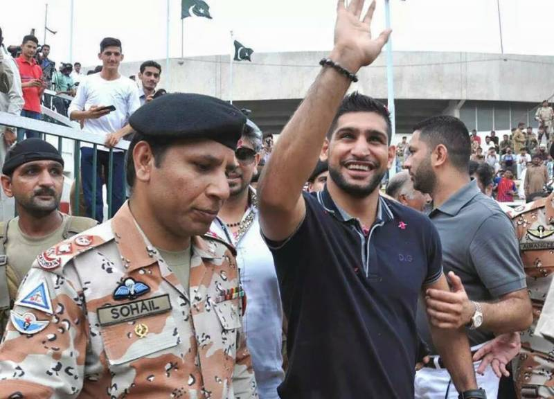 Amir Khan visits Lyari, determined to find Pakistani boxers