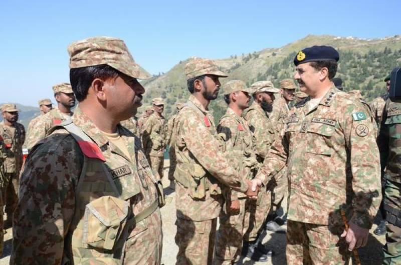 Army Chief meets troops at 12000ft high posts in Shawal Valley