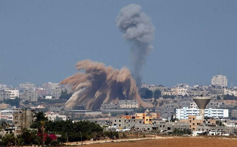 Israel air strike hits Gaza after rocket fire