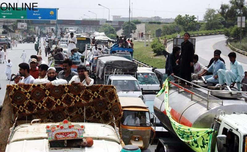 Milkmen take it to streets against PFA in Lahore