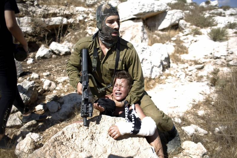 Jewish terror: Palestinian girl beats up, bites Israeli soldier for detaining her little brother
