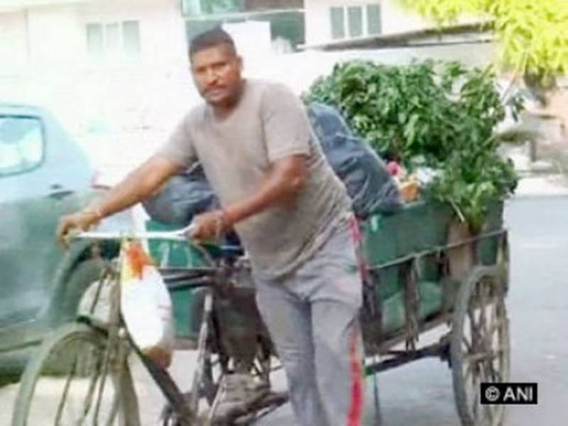 India's gold-medalist boxer working as garbage collector