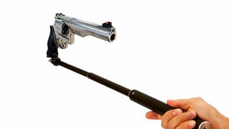 US teen shoots himself while taking selfie with a gun