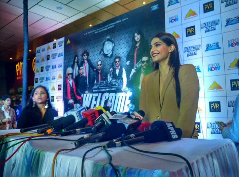 Papa's Princess: Sonam Kapoor wears BOLD outfit for Welcome Back
