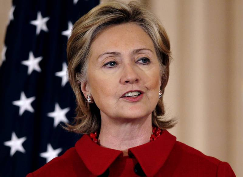 Hillary Clinton apologises for use of private email account