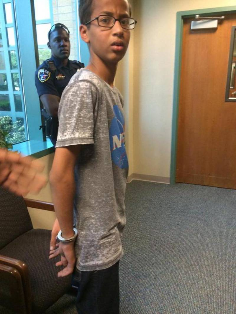 Racism: Muslim boy's home-built clock leads to his arrest in US