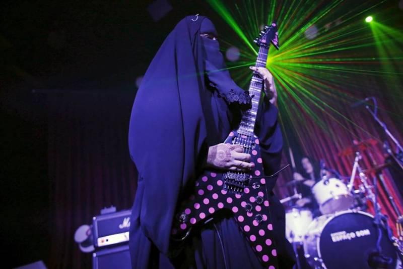 Meet the Muslim burqa-clad heavy metal guitarist of Brazil