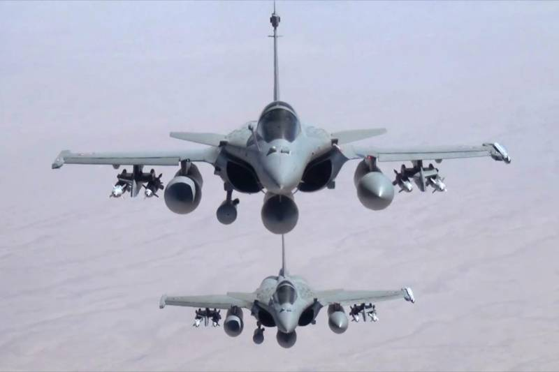 France carries out first anti-IS air strikes in Syria