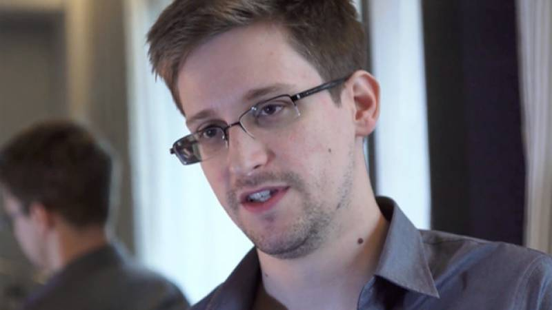 Edward Snowden opens Twitter account, follows NSA and tweets