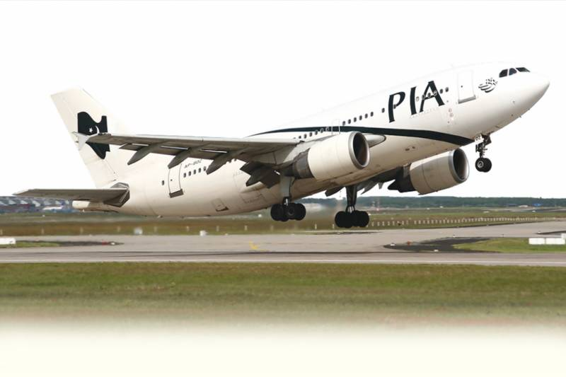 PIA passenger finds dead cockroach inside food tray served to him
