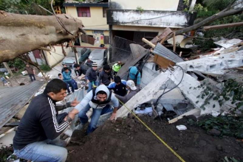Guatemala landslide kills 30 people, 600 missing