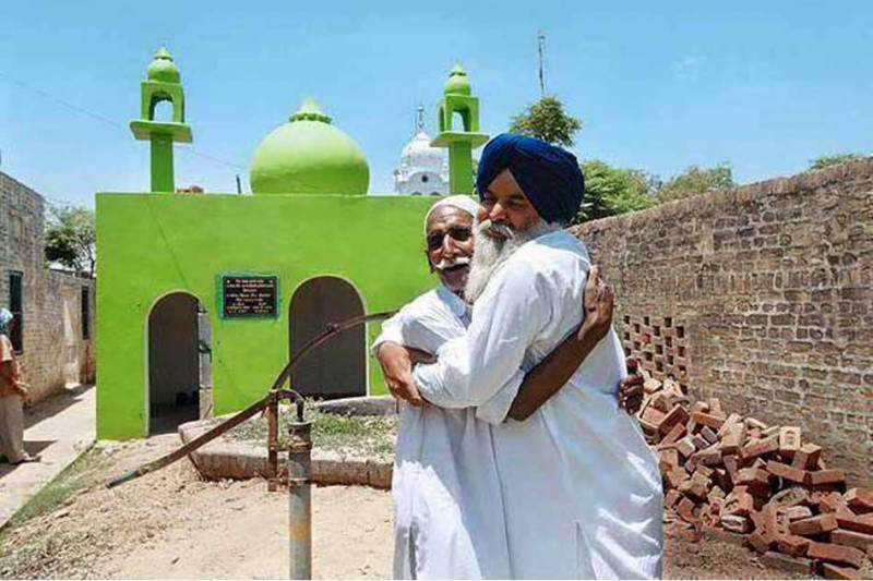 Sikhs and Hindus help Muslims repair mosque in Indian Punjab