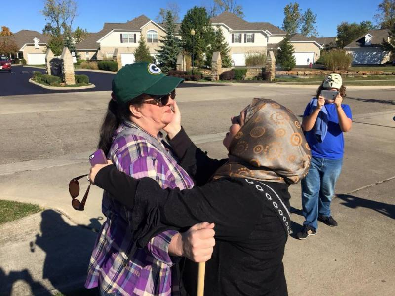 Watch this anti-Islam protester hugged by Ohio Muslims