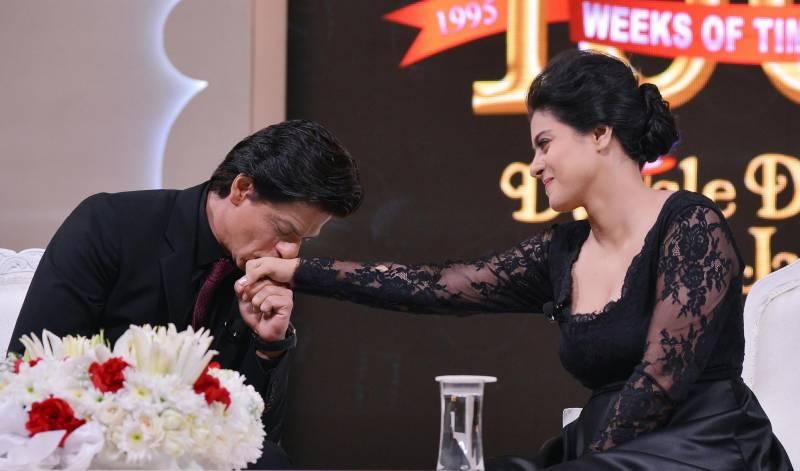 Kajol, Shah Rukh pay tribute Dilwale Dulhania Le Jayenge