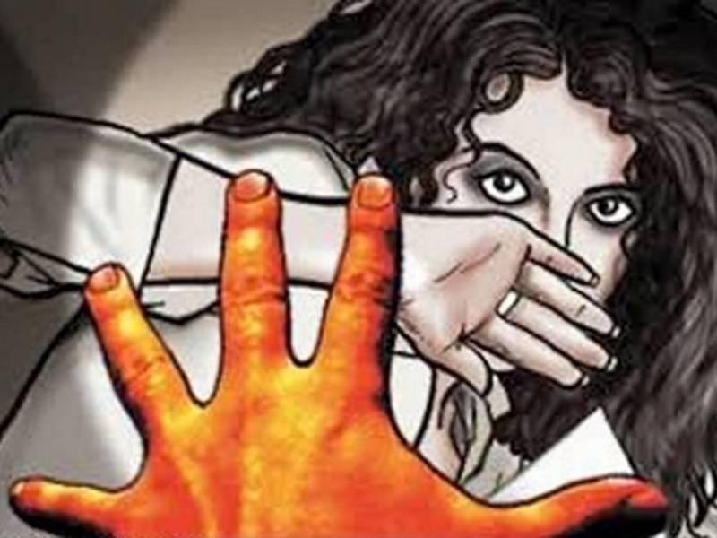 Teenage Indian girl raped in moving bus