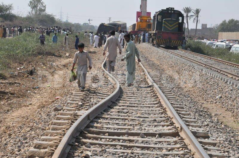 17 dead, 150 injured as Jaffar Express derails in Bolan