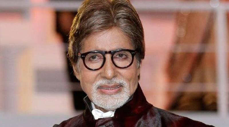 Amitabh Bachchan rides Mumbai local train, sings song