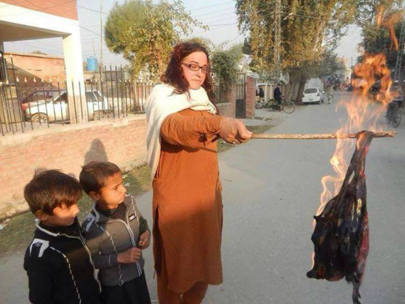 #EndTransPhobia: Transgender 'mom' burns kids' school bags in Charsadda