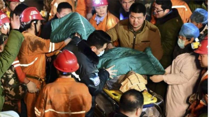 Chinese mine boss commits suicide as 17 miners remain trapped