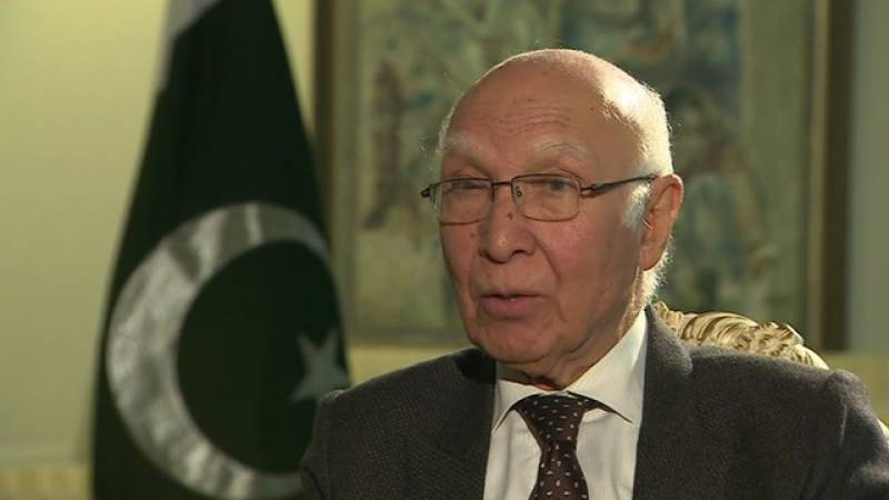 Indian hue and cry over F-16 deal is unfortunate, says Sartaj Aziz